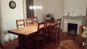 Stuen med det store spisebord